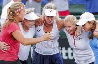 epa05924615 US Fed Cup team members celebrate after the US defeated the Czech Republic in a tie-breaking doubles match to win the Fed Cup World Group Semifinal women's tennis match between the United States and the Czech Republic at the Saddlebrook Resort in Wesley Chapel, Florida, USA, 23 April 2017. The United States defeated the Czech Republic and will face Belarus for the championship. From left to right are Shelby Rogers,Bethanie Mattek-Sands, CoCo Vandeweghe, captain Kathy Rinaldi and Lauren Davis.  EPA/ERIK S. LESSER