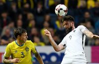 2017-06-09 17:12:32 France's forward Olivier Giroud (R) heads the ball next to Sweden's defender Victor Lindelof during the FIFA World Cup 2018 qualification football match between Sweden and France in Solna, Sweden, on June 9, 2017. / AFP PHOTO / FRANCK FIFE