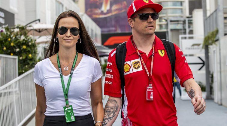 Mevrouw Räikkönen dist Hamilton keihard op Instagram ...