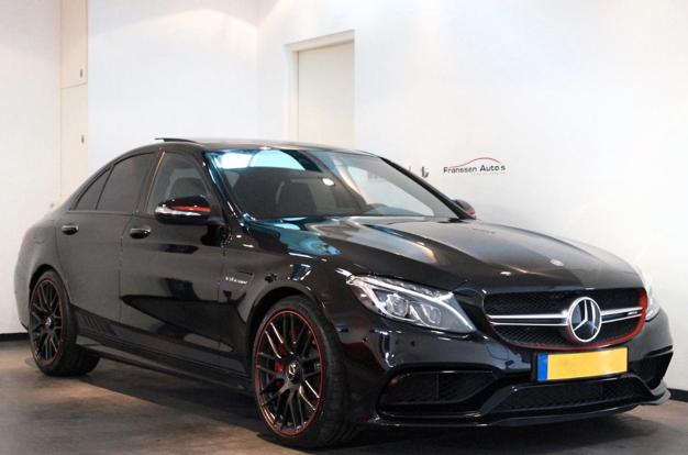 Max Verstappen Zet Zijn Eerste Auto Te Koop Voor Bijna 90 000 Euro