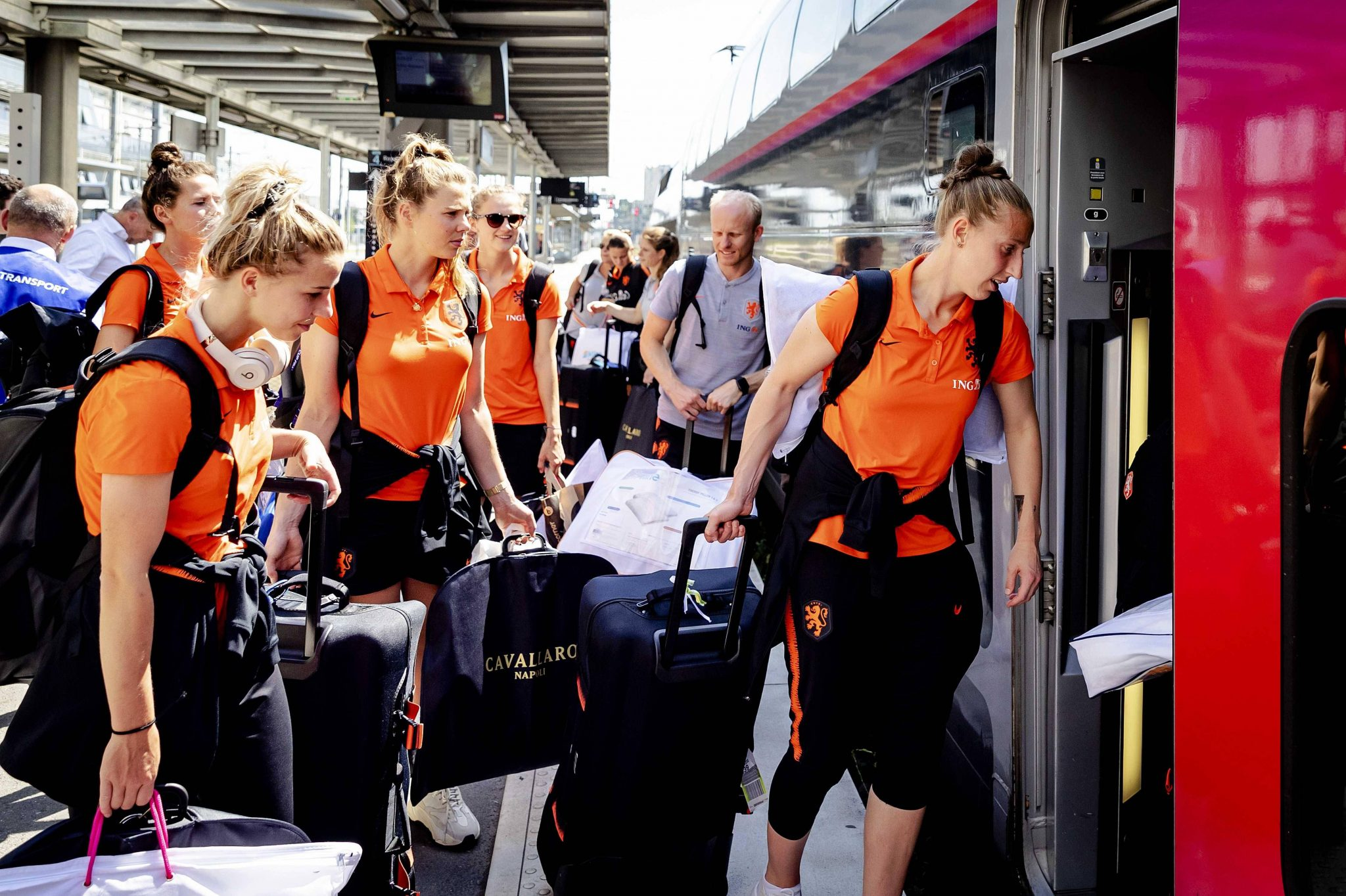 Leeuwinnen met de sneltrein naar kwartfinale, tsjoeke tsjoeke tuut (foto's) | Sportnieuws - Sportnieuws.nl