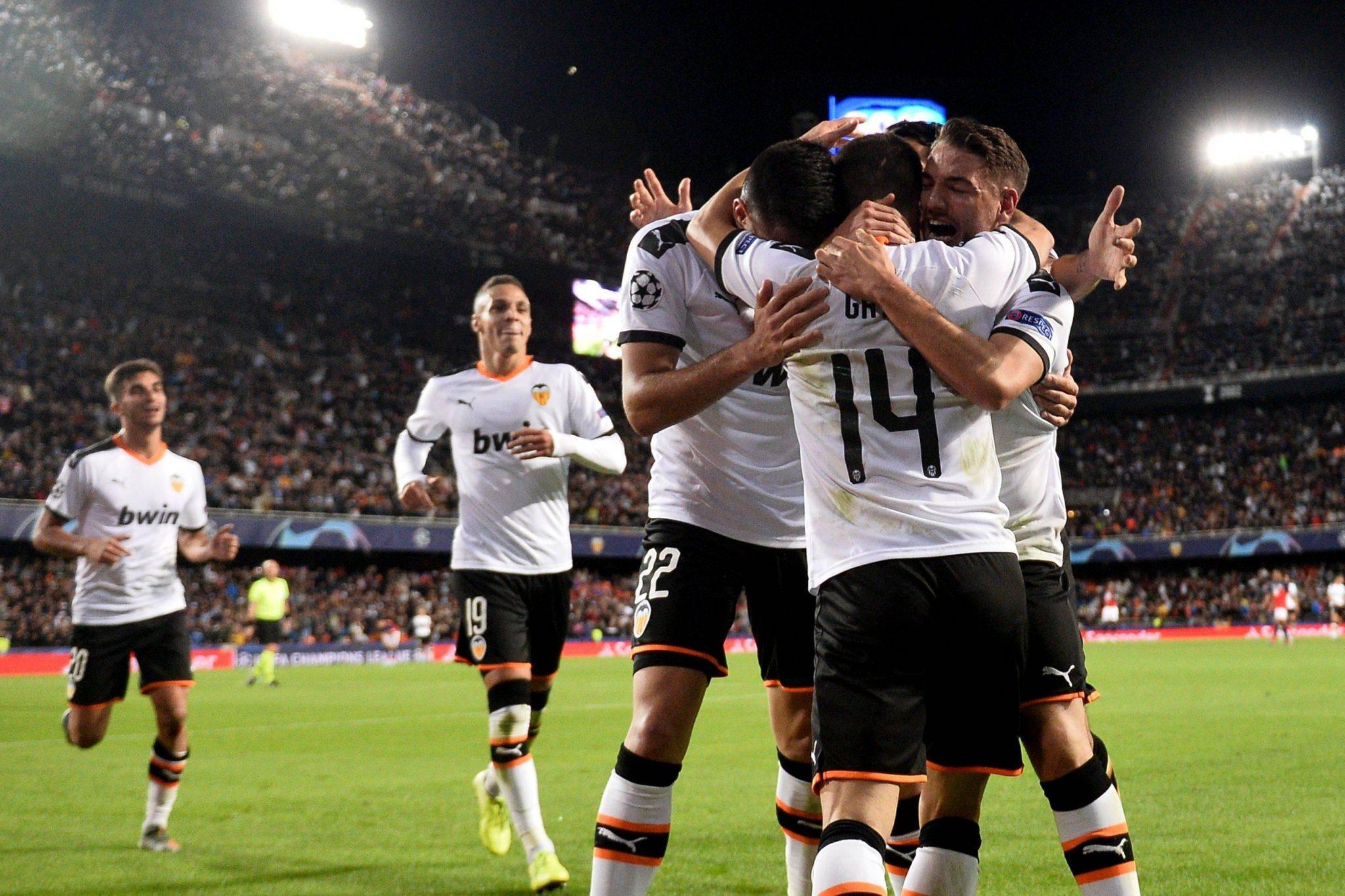 Valencia rolt Lille op en doet weer helemaal mee - Sportnieuws.nl