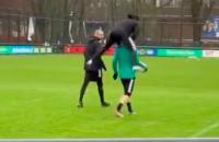 Tyrell Malacia springen training jump Feyenoord ajax blij