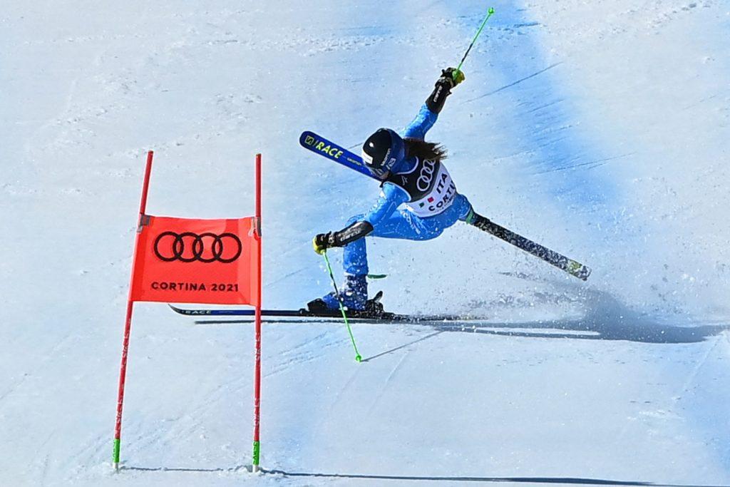 Lara Della Mea ski crash horrorcrash Cortina Alpine Ski stretcher brancard