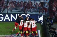 Spelers van Leipzig vieren een treffer, maar even later wordt de 1-0 afgekeurd.
