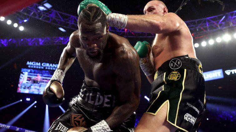 Deontay Wilder (l) in gevecht met Tyson Fury.
