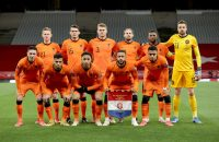 Oranje op de teamfoto voor de wedstrijd tegen Turkije in de WK-kwalificatie.