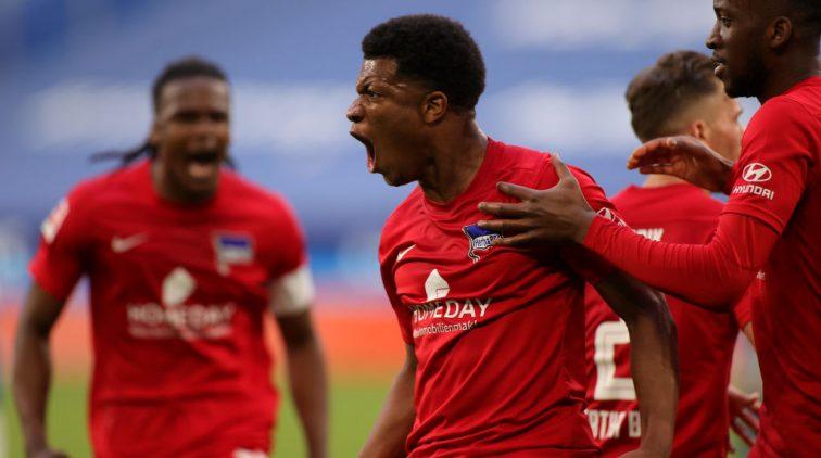 Vreugde bij de spelers van Hertha na de 2-1 tegen Schalke.