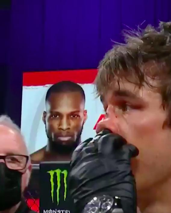 Michael Venom Page Derek Anderson nose neus gebroken Bellator