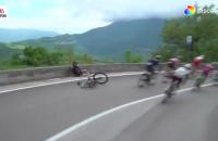 Fernando Gaviria Giro val valpartij crash etappe 8
