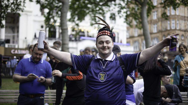 fans-schotland-engeland-wembley-hoe-veel