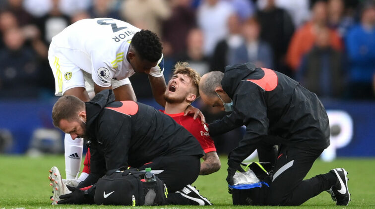 harvey-elliott-na-zware-blessure-niet-boos-op-pascal-struijk-dingen-gebeuren-in-voetbal-leeds-united-liverpool-premier-league-rode-kaart