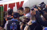 NASCAR Fight Fittie Kevin Harvick Chase Elliott Opstootje