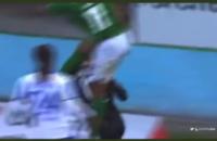 jay-roy-grot-springt-in-nek-keeper-tegenstander-gele-kaart-viborg-odense-deense-competitie